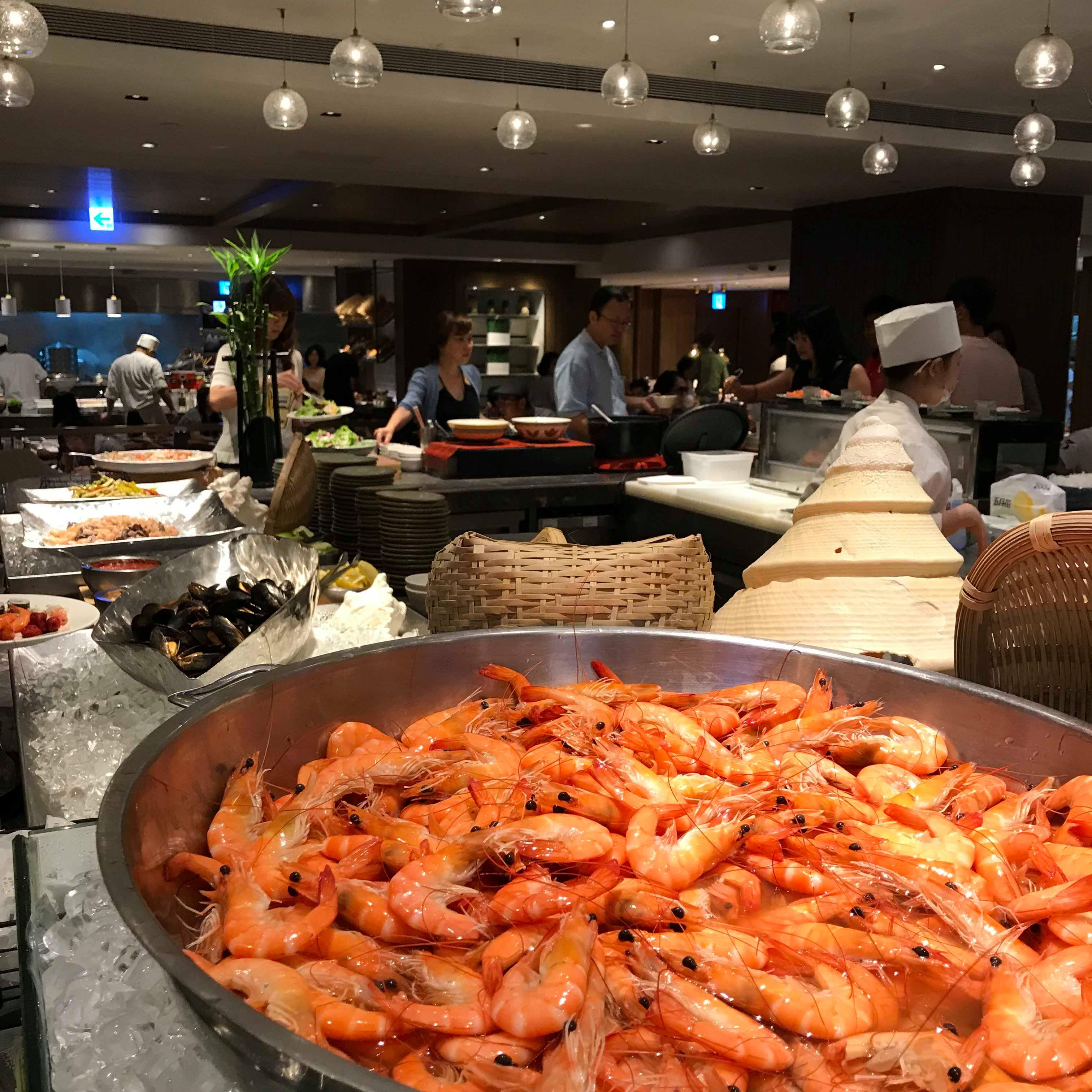 【食記】台北信義區|君悅飯店下午茶|凱菲屋buffet吃到飽|五星級自助餐|生魚片很新鮮